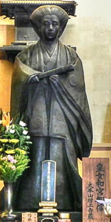 安国殿に安置されている和宮の銅像