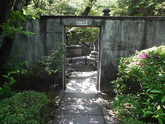 徳川将軍家墓地入り口